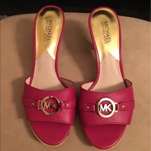 PRE-LOVED AUTHENTIC MICHAEL KORS MAGENTA SANDALS